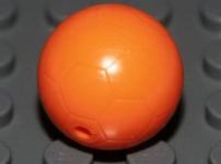 Les balles de football orange sont toujours produites, et donc moins chères