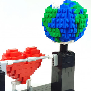 Love Planet - a LEGO automaton representing a LEGO Heart and earth - Polo from Planet GBC - building instructions and Lego set