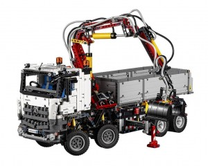 lego-42043-mercedes-benz-arocs-3245-technic-1